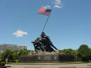 US Marine Corps War Memorial (Iwo Jima Monument) near Washington DC, by Christopher Hollis for Wdwic Pictures - Own work for Wdwic Pictures. Public Domain, https://commons.wikimedia.org/w/index.php?curid=11934564