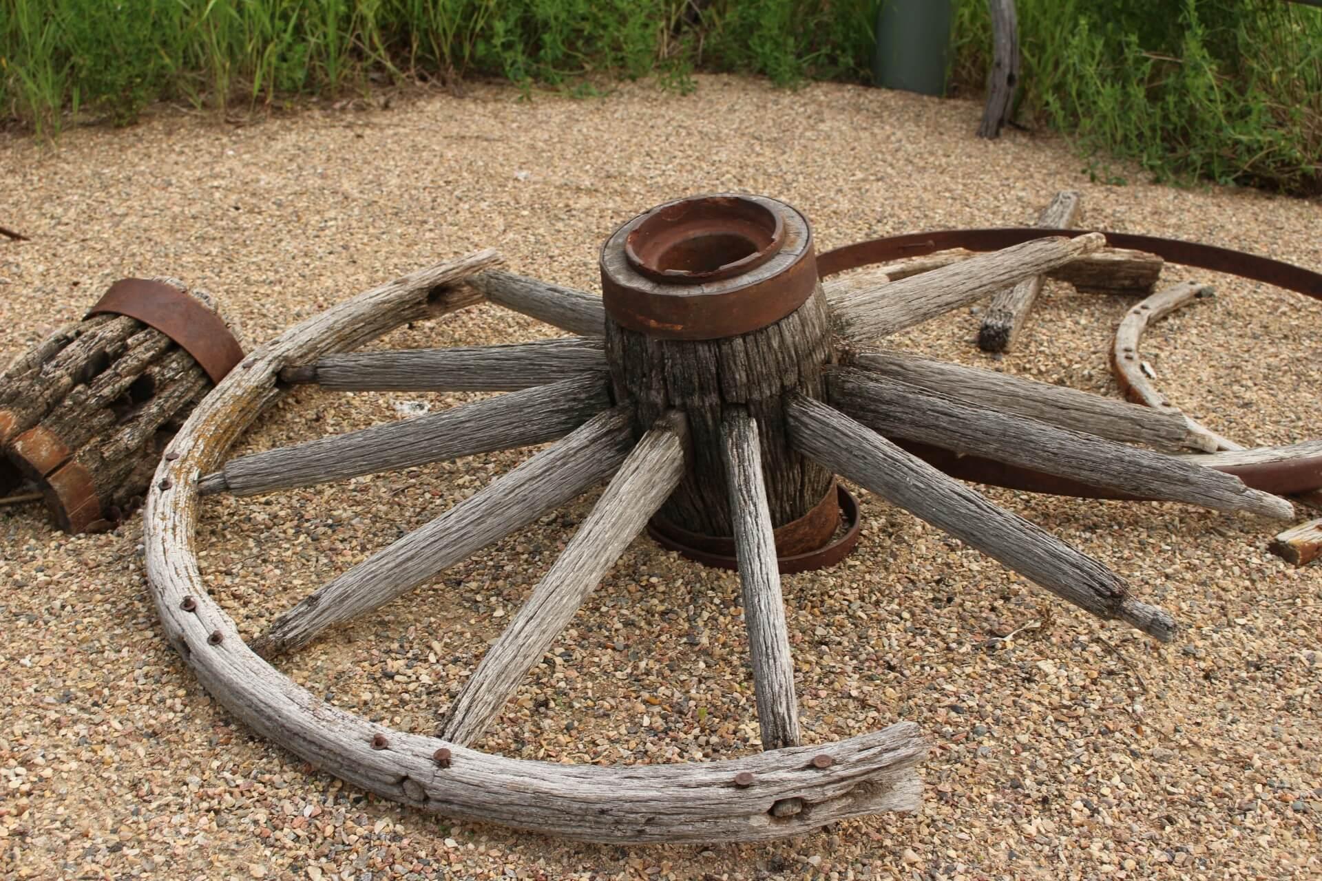 CC0 Public Domain, Broken Wagon Wheel by Kevin Casper, http://www.publicdomainpictures.net/view-image.php?image=91573&picture=broken-wagon-wheel